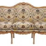 Courbes et teintes « féminines » du meuble de style Louis XV (création « Chevigny » de Taillardat)