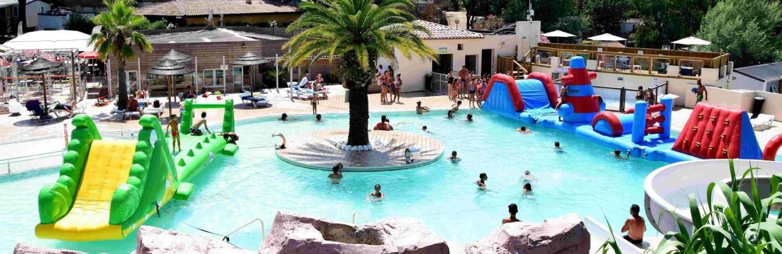 Avec sa pataugeoire et ses toboggans, la piscine du camping 3* Site de Gorge Vent est parfaitement adaptée pour les enfants